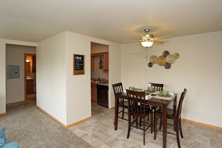 kitchen table, eating area